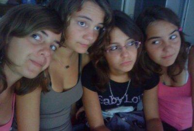 Julie , Sophie , Moi & Laura :P