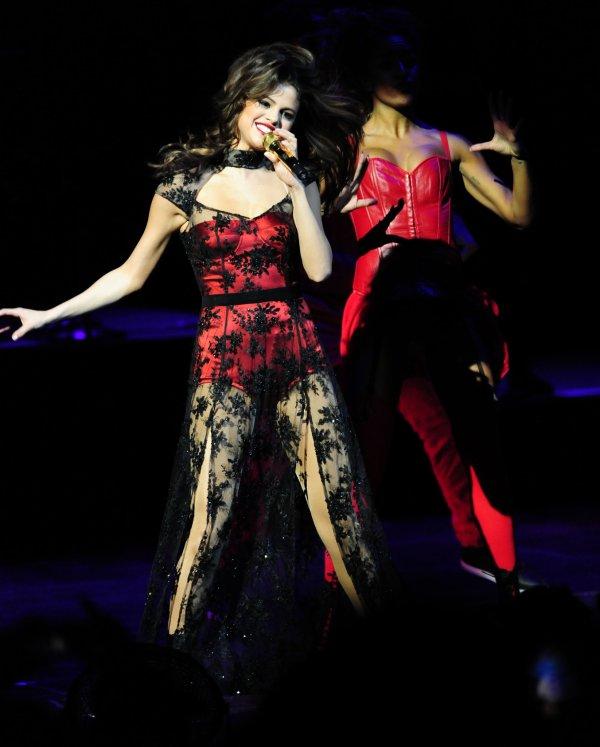 le 12/12/13 notre sublime Selena a donnée un concert au B96'S CHRISTMAS FOR THE KIDS a Chicago
