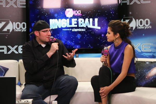 le 13/12/13 notre sublime Selena était dans les backstage de son interview pour la radio Z100 avant d'allé donné un concert pour les jingle ball de NY