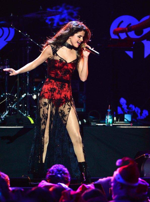 le 13/12/13 notre sublime Selena a donné un concert pour les jingle ball de NY
