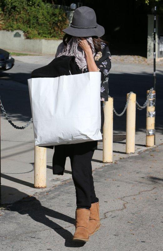 le 22/12/13 notre sublime Selena c'est rendu a un salon a West hollywood