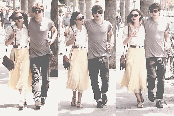 28.O5.2O11; Keira et son petit ami James Righton se promenaient dans les rues de Venice. La tenue de Keira est spécial, j'adore son sac et ses chaussures.