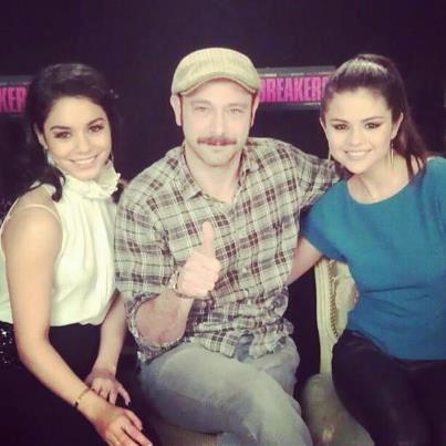Selena et vanessa lors de la conference de presse