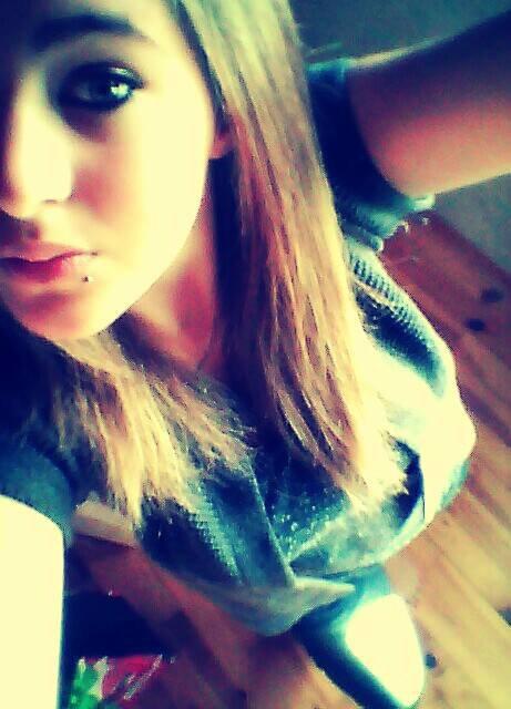 ~ Ne juge pas une personne à la façon dont elle s'habille Chéri ;).
