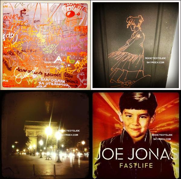 20 octobre 2011 : Joe était à Paris ce jeudi pour une séance de dédicaces au Virgin des Champs Elysées. Bien évidemment, les photographes étant de sortie ce jour-là, n'ont pas hésité à prendre notre chanteur favori, tout souriant, en photos. En voici quelques unes pour vous. Et si vous souhaitez en voir plus, cliquez sur l'image.