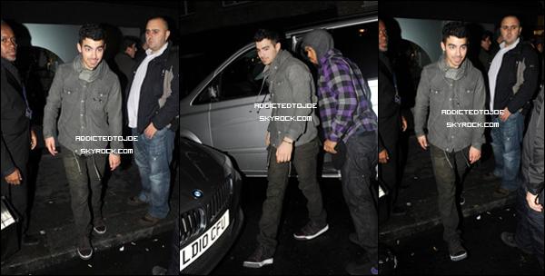"""26 octobre 2011 : Notre Danger a été aperçu sortant du bar """"Eclipse Knightsbridge"""" de Londres, Royaume-Uni. Voici trois superbes photos de ce soir-là et si vous souhaitez en voir plus, cliquez sur l'image !"""