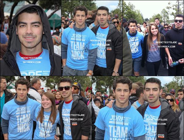 6 novembre 2011 : Danger et son jeune frangin ont participé à la marche contre le diabète de Los Angeles. De superbes clichés ont été pris et si vous souhaitez en voir plus.. Cliquez sur l'image !