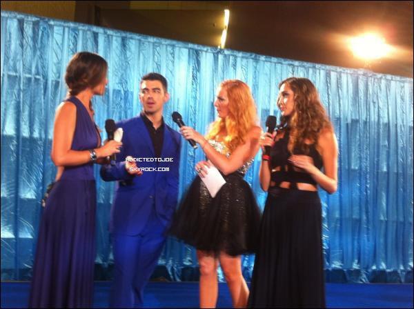 17 novembre 2011 : Joe est actuellement à Acapulco au Mexique pour participer aux Telehit Awards de ce soir. En tant que bon généreux, il nous a posté une photo sur son twitter ce matin !