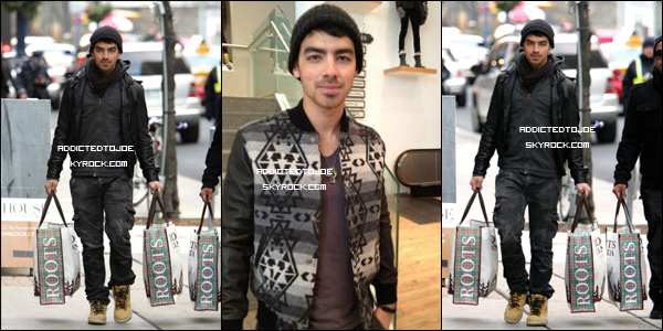 """01 décembre 2011 : Notre chanteur favori prend du bon temps ! En effet, il a été aperçu dans la boutique """"Roots"""" à Toronto, au Canada, entrain de faire du Shopping. Photos oblige, vous en découvrirez plus en cliquant sur l'image !"""