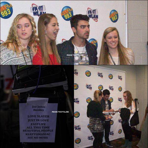 12 décembre 2011 : Lors du concert pour le Jingle Ball, cette fois à Hershey en Pensilvanie, certains fans ont eu la chance de voir Joe en backstage. Pour voir plus de photos, cliquez sur l'image !