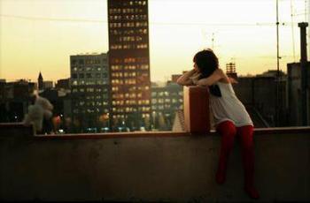 Je n'ai connu qu'une histoire d'amour au fil de ma vie, cet homme m'a promis le toujours, et puis s'est enfuit ..