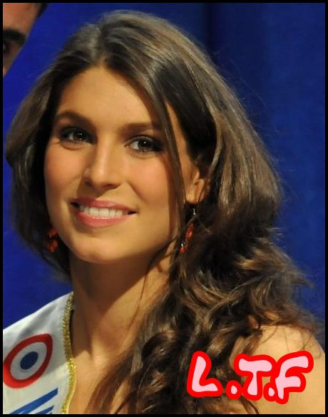 Miss France 2011 Laury Etait Avant-Hier Au Centre Commerciale Le Blagnac Pour Une Scéance De Dedicaces & Photos, Plus Un Défilé. Elle Eu Le Droit A Une Interview.(l)