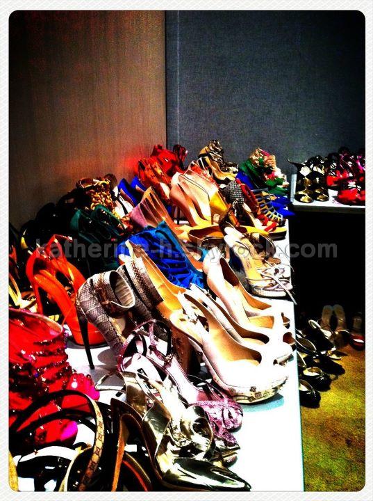 14 Octobre - Katherine a fait un photoshoot pour Elle. Hâte de voir les photos. Toutes ces chaussures = PARADIS.