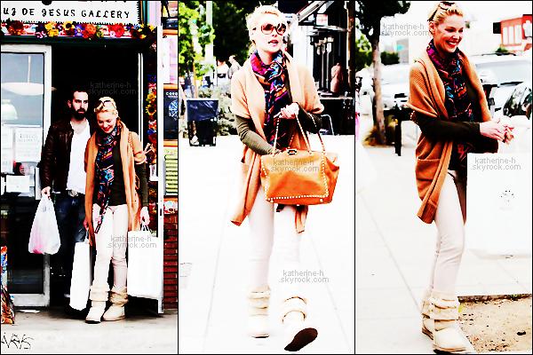 29 Février - Katherine & Josh sont allés faire les courses au marché Albertsons à LA, elle porte une tenue toute simple et c'est un top.