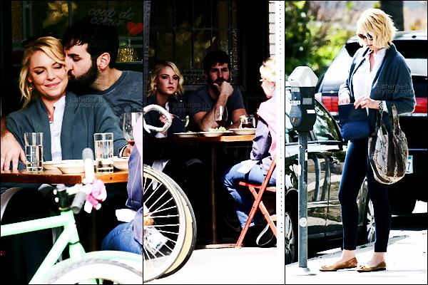 28 Mars - Katherine, Josh et Nancy ont déjeuné au Little Dom's à Los Feliz.