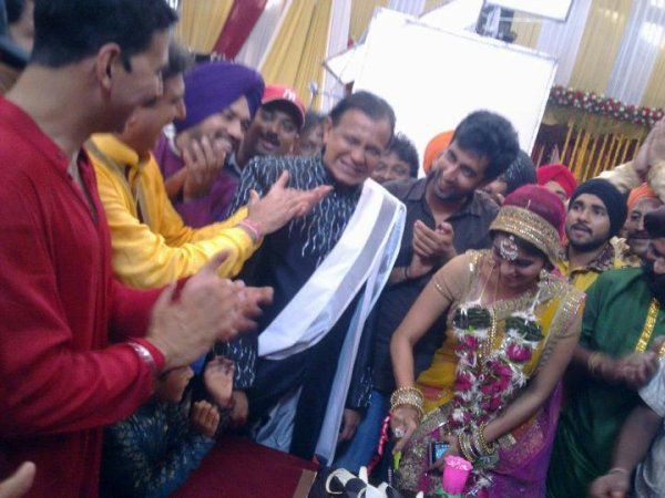 Asin and Akshay Celebrating Mithun's Birthday on the sets of Khiladi 786