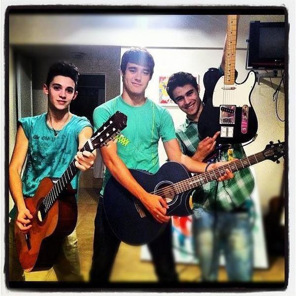 Les garçons à la guitare