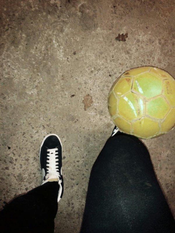 Le foot la vie les mecs ? les filles sont aussi fortes que vous ragez juste pas ! :*