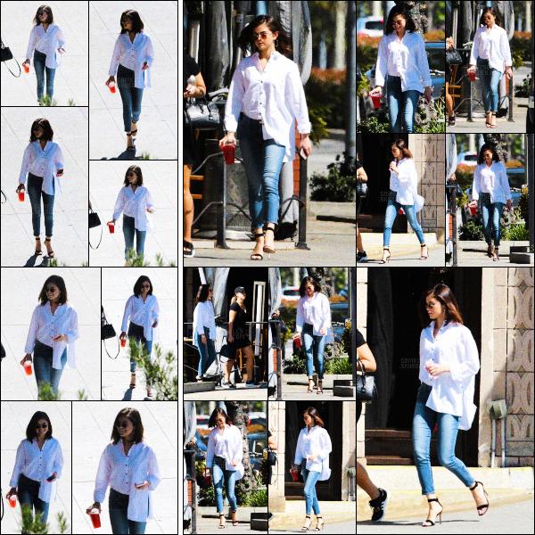 ..  08/03/2017• Selena Gomeza été photographiée se promenant dans la belle ville deLos Angeles, CA. Sel a opté pour une belle chemise et un jean slim, on adhère totalement, joli top! La miss était accompagnée de son amie Theresa. .