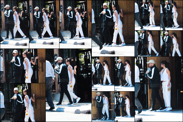 ..  23/07/2017▶ Selena G.a été photographiée quittant 10 Speed Coffee avec The Weeknd à Calabasas. Selly est de retour après avoir fêter son anniversaire avec ses amies. Des rumeurs disent qu'Abel aurait trompé Sel avec une actrice X. .