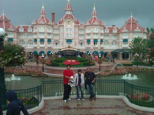 AVEC MA SOEUR 2011 Au Disney-land- Paris