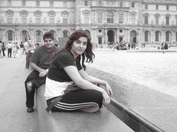Avec ma soeur Juillet 2011_ Paris_Musée du Louvre