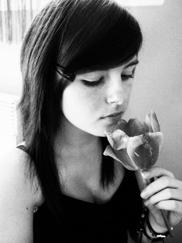 """""""La vie est une rose dont chaque pétale est une illusion et chaque épine une réalité. """""""