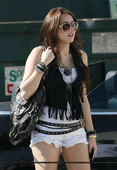 Miley abandonne l'école