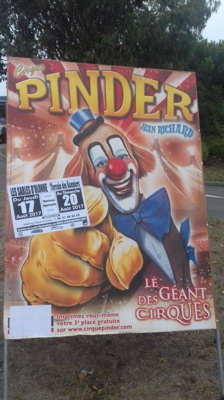 """""""reportage lucrio numėro 2:""""le cirque Pinder aux Sables d'olonne""""."""