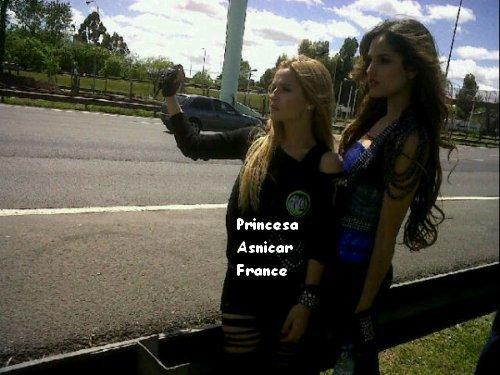 Une nouvelle photos de Brenda est apparue dans le Twitter d'Eiza une des actrices de la série Sueno Conmigo