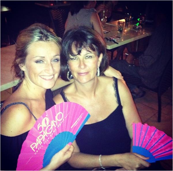 2013/08/15: Laury Thilleman en vacances avec Estelle Sabathier