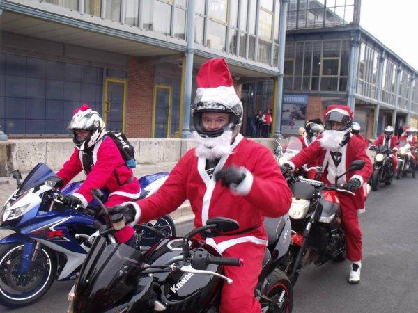 Moi à la ballade des Pères Noël motards à Bourges, environ 180 motos, une ambiance de folie!! ;)