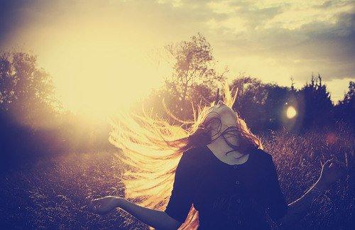 Ne t'abandonne pas au désespoir.Souviens-toi d'un vieux proverbe qui dit que l'heure la plus sombre est celle qui vient juste avant  le lever du soleil
