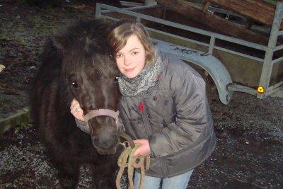 et voila ma petite soeur doryse et son poney musty