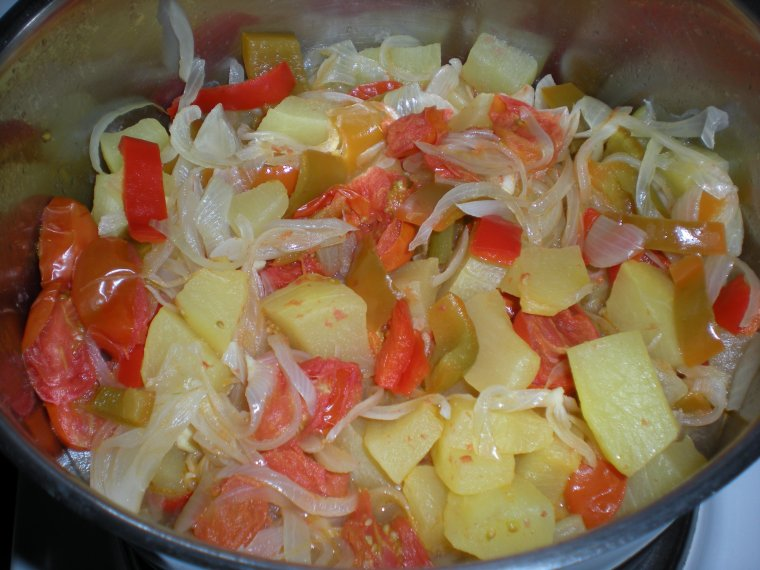 légumes d'été : courgettes, tomates, poivrons