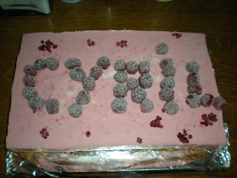 Mousse de framboise sur gâteau