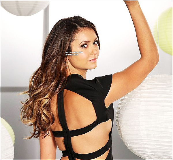 ".  Ci-dessous, une photo tirée du behind the scene du photoshoot de TVD saison 6 !  + Découvre des photos personnelles de Nina ainsi que l'interview pour ""MTV after Hours with J Horowitz""à NY.  ."