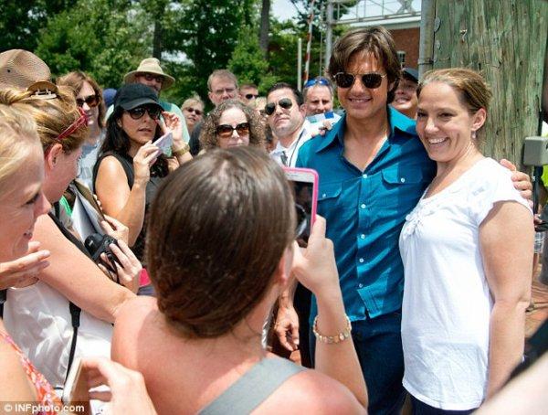 Tom pose avec ses fans