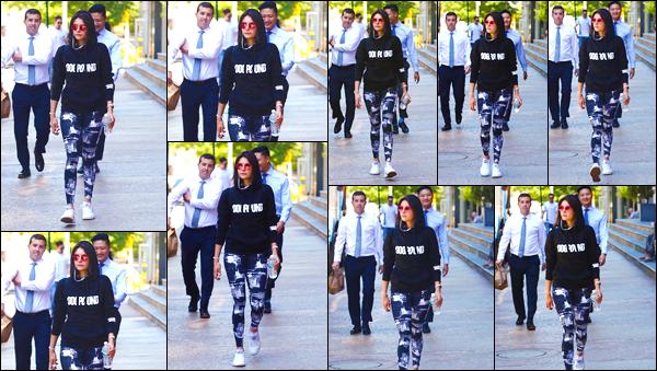 - '-24/05/18-'◘Nina Dobrev a été photographiée alors qu'elle venait de quitter son cours de sport à New-York. C'est ainsi vêtue d'une tenue de sport que nous retrouvons notre actrice favorite dans les rues de New York City. Toute mignonne, un top. -