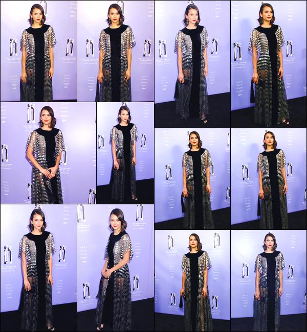 - '-12/06/18-'◘Nina Dobrev était présente à la cérémonie des « Fragrance Foundation Awards », à New-York. C'est vêtue d'une robe que nous retrouvons Nina lors de cette cérémonie. Je suis assez mitigée concernant sa tenue, j'offre alors un bof ! -