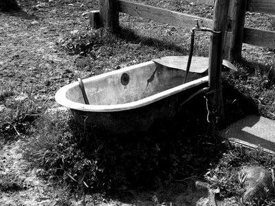 Comment déboucher une baignoire sans produit ni plombier
