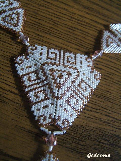 Collier AZTEC