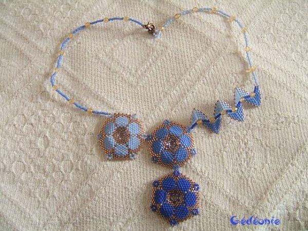 Asymétrique bleu