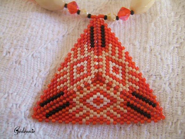 Manchette matrioska et collier triangle