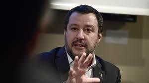 Les autorités italiennes ont interdit à un bateau humanitaire de débarquer des migrants dans le pays