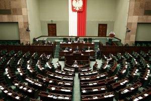 Pologne: la présidente de la Cour suprême défie le gouvernement