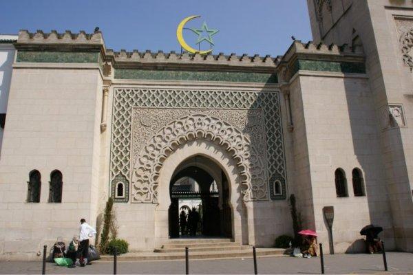Les mosquées en Angleterre sont attaquées par des catapultes
