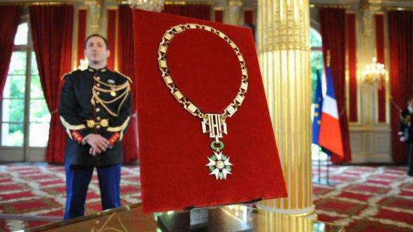 Macron élève une vingtaine de harkis dans l'ordre de la Légion d'honneur