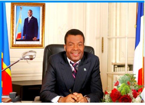 KING KESTER EMENEYA ET LES MUSICIENS TONY AMBROSIO/ LASSA L' ACOLYTE...RENDENT HOMMAGE AU DEFUNT Mr MYRA NDJOKU  AMBASSADEUR DE LA RD CONGO EN France.