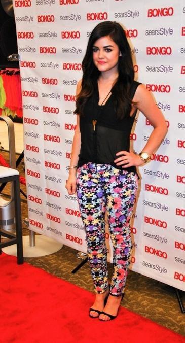 Le look de Lucy Hale pour promouvoir la nouvelle collection de Bongo